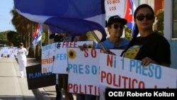 Cubanos exiliados exigen libertad para los presos cubanos en carceles castristas