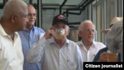 Reporta Cuba. Machado Ventura inaugura cervecería.