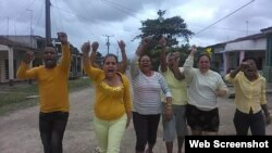 """Activistas en la campaña """"Pa' la Calle"""". (Foto tomada de Facebook/Yoel Bravo López)"""