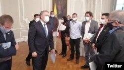 El presidente Duque se reúne con miembros del partido FARC.