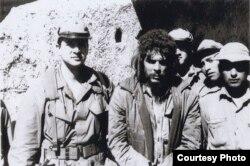 """""""Murió de forma lamentable"""", dice Müller: Guevara, poco antes de su fusilamiento, con el agente CIA Félix Rodríguez (i)."""
