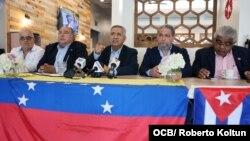 De izquierda a derecha Carlos Ruiz, Ariel Montaya, Pablo Medina , Alberto Nuñez y Freddy Solórzano , durante la conferencia de prensa en Doral.