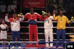 El boxeador cubano Erislandy Savon (c) ganó la medalla de oro en la categoría masculina de los 91 kg.