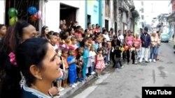 Damas de Blanco realizan fiesta con niños por el día de Reyes Magos