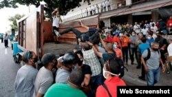 Imágenes de la represión a los manifestantes del 11J en Cuba (Foto tomada de Facebook)