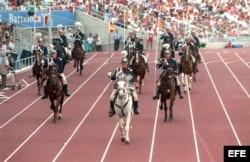 Barcelona, 3.9.1992. Desfile de la Guardia montada de Barcelona en la Ceremonia de Inauguración de los Juegos Paralímpicos.