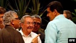 Raúl Castro, Nicolás Maduro y el secretario general de la Asociación de Estados del Caribe, Alfonso Múnera.