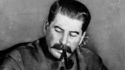 Lenin, Stalin, Trotski, Mercader y una piocha