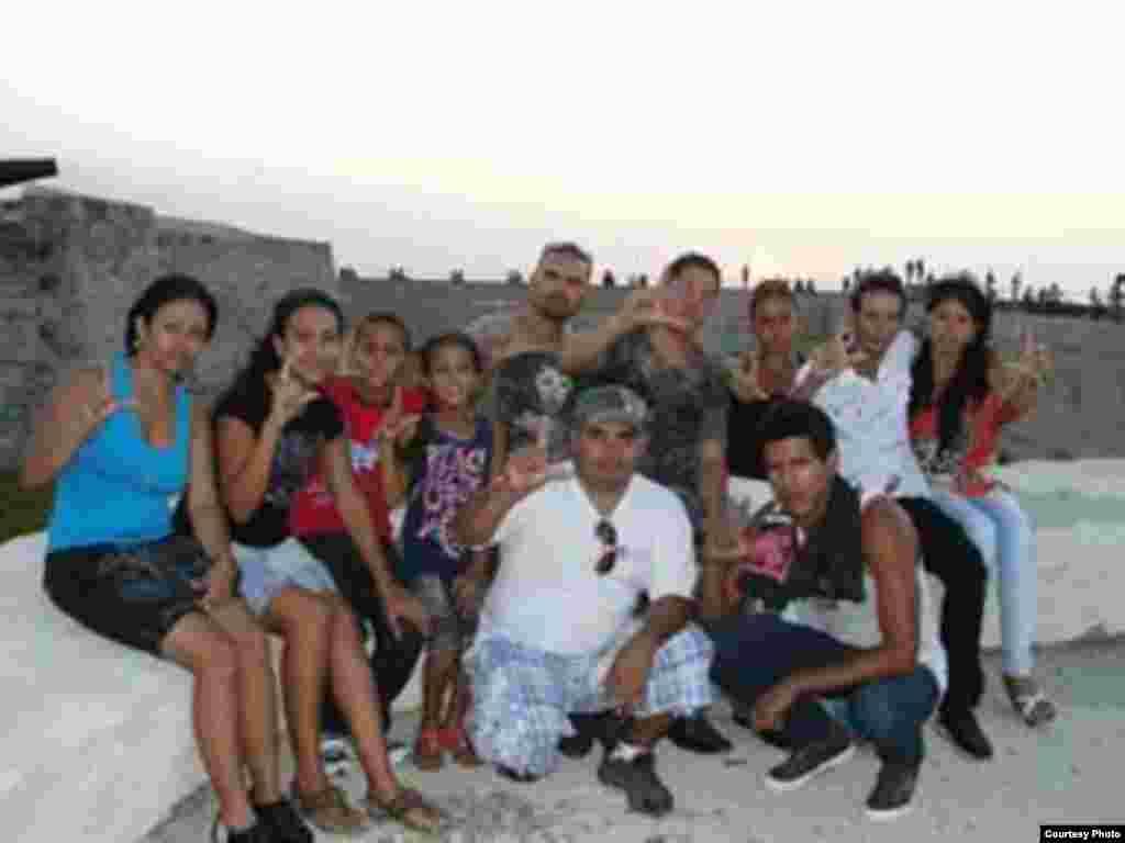 Jóvenes del MCJD comparten sus actividades de manera pública en Arroyo Naranjo