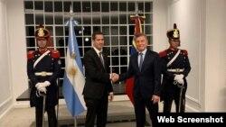 (i-e) El presidente interino de Venezuela, Juan Guaidó, junto al presidente de Argentina, Mauricio Macri.