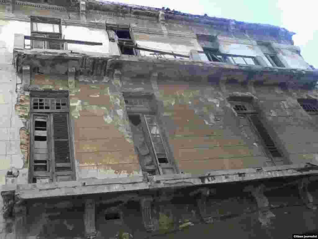 Peligro inminente sobre ocho familias en Centro Habana