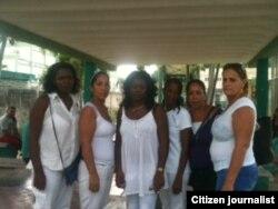 Reporta Cuba Damas de Blanco afuera de 100 y Aldabó este 22 de septiembre acompañan a familia de detenidos