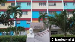 Reporta Cuba. Hospital de Holguín visto por fuera @luislazaroguanch.