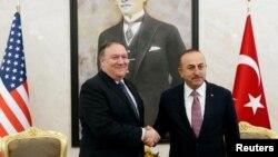 El Secretario de Estado, Mike Pompeo (izq.) se entrevistó en Ankara con el presidente Recep Tayyip Erdoğan en medio de la crisis por la desaparición del periodista saudita afincado en EE.UU. Jamal Khashoggi.