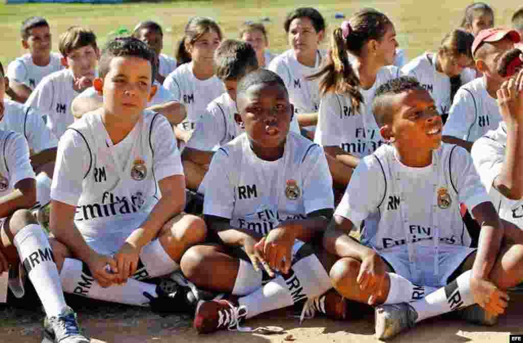La popularidad del fútbol en Cuba ha ido creciendo en los últimos años, principalmente entre las generaciones más jóvenes.