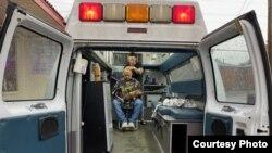 """""""La Papelacera"""", una ambulancia transformada en barbería ambulante. (Foto Cortesía El Kentubano)"""