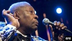 B.B. King durante un concierto en la 43 edición del Festival de Jazz de Montreux en Suiza.