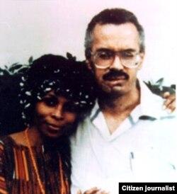 William Morales (d) y JoAnne Chesimard, fugitivos de EE.UU., en Cuba. Entre los dos dejaron al menos seis muertos. (Luis Domínguez)