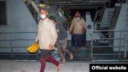 Cubanos interceptados por la RBDF. (Foto de la RBDF por el suboficial Al Rahming)