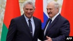 Alexander Lukashenko y Miguel Díaz-Canel en Minsk el 23 de octubre de 2019. Sergei Grits / POOL / AFP