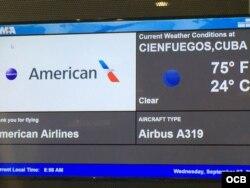 El primer vuelo programado de American a Cuba, destino Cienfuegos, en la puerta de salida del aeropuerto de Miami