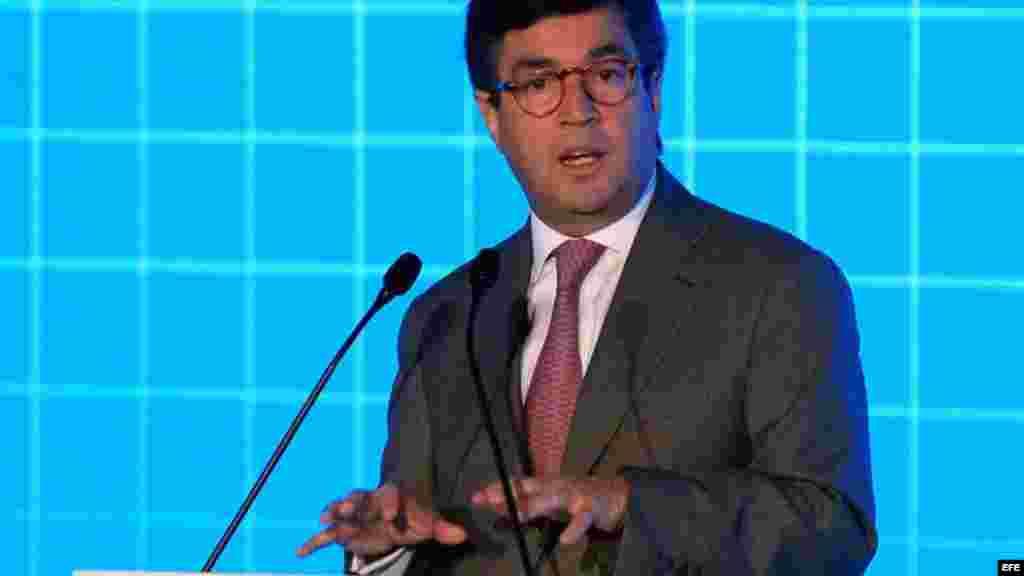 El presidente del Banco Interamericano de Desarrollo (BID), Luis Alberto Moreno, participa de la ceremonia inaugural de la cumbre empresarial.