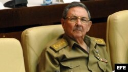 El Mercurio pone de relieve que Raúl Castro preside uno de los poquísimos países totalitarios que quedan en el mundo.