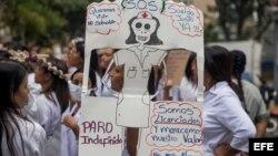 Trabajadores de salud en protesta contra Nicolás Maduro. (Archivo)