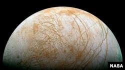 Luna Europa - Sonda robótica podría buscar agua líquida subterránea.