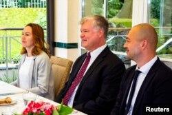 El subsecretario de Estado de Estados Unidos, Stephen Biegun, se reunió recientemente en Lituania con Sviatlana Tsikhanouskaya.