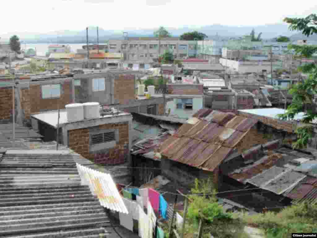 El reportero ciudadano Ridel Brea el reparto Altamira en la ciudad de Santiago de Cuba año y medio después del azote del ciclón Sandy en la región.