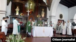 Misa de domingo en Holguín.