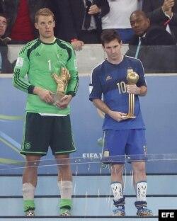 El mejor portero del mundial, Manuel Neuer (Alemania) y el balón de oro, Lionel messi (Argentina)