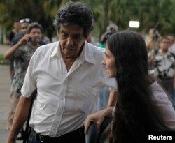 Foto Archivo. Reinaldo Escobar y su esposa Yoani Sánchez. REUTERS/Desmond Boylan