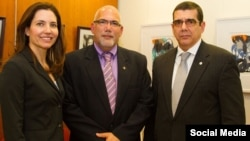 La secretaria de estado adjunta, el presidente del INDER y el embajador cubano en EEUU.