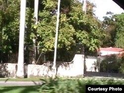 Muro y verja frontal de la casa que Fidel Castro le regaló a Gabriel García Márquez en El Laguito
