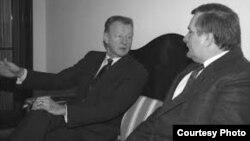 Brzezinski con Lech Walesa.
