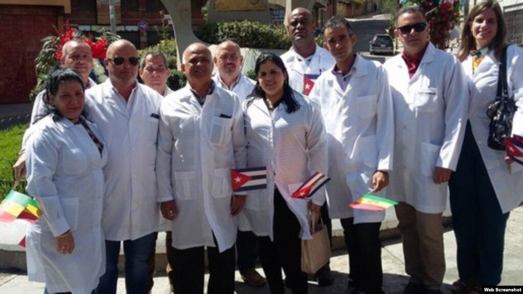 Médicos cubanos en Bolivia. (Archivo)