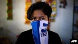Exprisionera política pos a favor de la liberación de otras mujeres encarceladas por el régimen de Daniel Ortega.