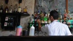 Dueños de cafeterías y restaurantes privados retan los precios topados