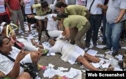 Arresto a Damas de Blanco en Cuba. (Archivo)