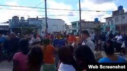 Protesta en Santa Clara. Tomado de YouTube/Yoel Bravo