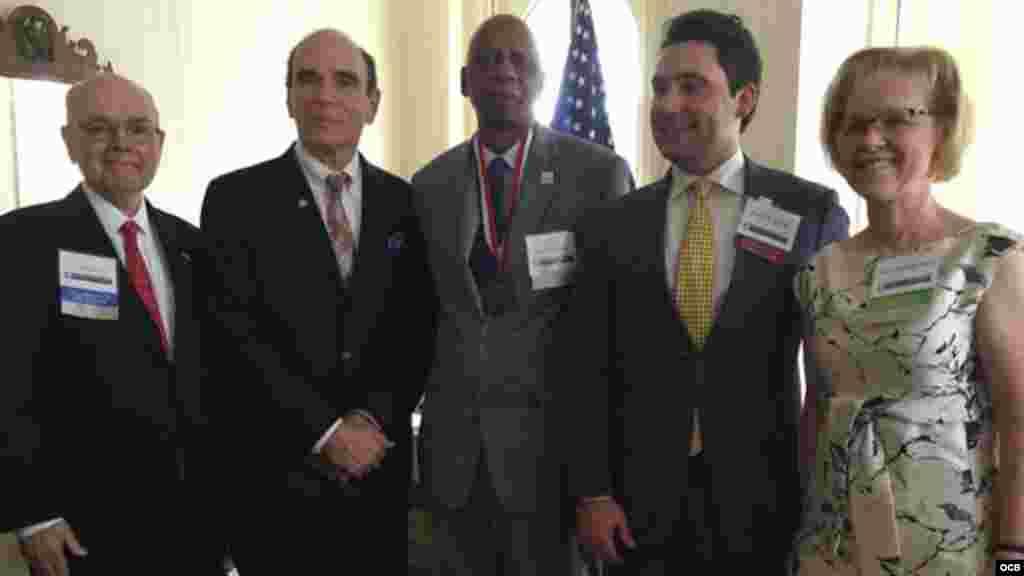 Farinas con directivos de la Fundación Víctimas del Comunismo, en Washington. Foto: Ricardo Quintana