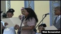 Familia católica de Santiago de Cuba da la bienvenida al Papa Francisco
