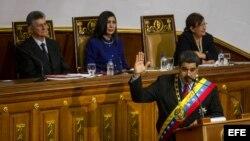 El presidente de Venezuela, Nicolás Maduro, rinde cuentas ante una Asamblea Nacional dominada por la oposición.