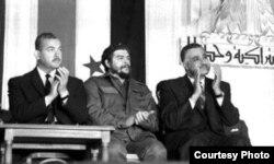 Ernesto Guevara en Egipto junto al presidente Nasser (d)