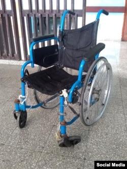 Silla de ruedas en condiciones deplorables. (Facebook/Luis Molina)