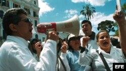 Médicos en la mira del Gobierno ecuatoriano para ser reemplazados