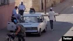 Vigilancia policial frente a la vivienda de Katerine Mojena, portavoz de UNPACU.