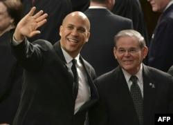 Los senadores de New Jersey Cory Booker y Bob Menendez